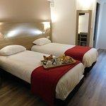 Chambre lits jumeaux rénovés, nouvelle literie, nouveaux oreillers.