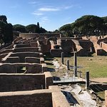 Private Tour durch Ostia, den alten Stadthafen, mit dem Van mit einem promovierten Archäologen