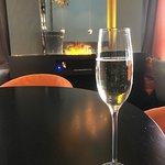 Ett glas Prosecco i väntan på min beställning