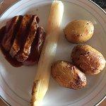 Vlaams kalf - gebrande asperge - gepofte krieltjes - jus van gember
