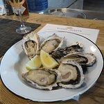 Fotografija – The Mussel Monger & Oyster Bar