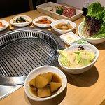 店家就如傳統嘅韓國餐廳一樣,