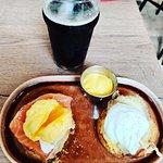 Eggs and Muffin (bacon ou saumon maison)