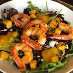 Salada de camarão e manga. Super fresca para esse verão!!