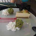 Helado de té verde y Cheese cake. El helado es muy fresco, original y te transporta por completo