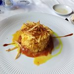 Bacalao A-bras sobre crema de mariscos y patata paja