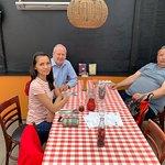 Min gode ven Jan, min hustru og jeg før vi fik maden. Jeg drikker Erdinger hvedeøl fra fad, det