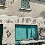 Fotografija – Aerodrom Gostionica Wine House