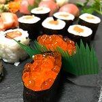 El sushi está jugoso y espectacular.
