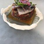 Tartar de tomate, sardina y ajo blanco