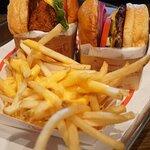 Order Burger 可以+$41升級套餐 (包括有飲品+薯條)