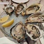 以Oyster為名的餐廳名字,當然要來一客Oyster好好享受一下。