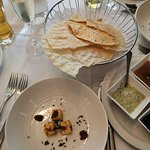 Koloshi South Asian Restaurant Foto