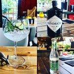 Hendrick's Gin & Fevertree Elderflower