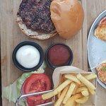 המבורגר עם צ'יפס