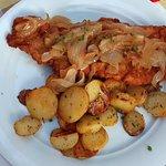 Schnitzel mit Ziwiebeln u. Bratkartoffeln