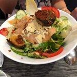 Salade avec saumon de piètre qualité