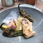 Hoofdgerecht Gegrilde hoevekip, risotto Met gorgonzola, salie, aubergine en padrones