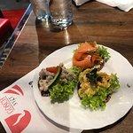 Canapés mit Lachs, Curryshrimps und Nordseekrabbensalat