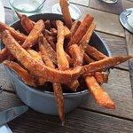 krosse Süßkartoffelpommes