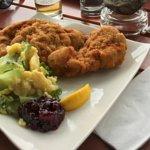 Nicht übel: Blasig paniertes Schweineschnitzel + Kartoffelsalat für 10,80 EUR