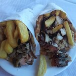 πίτα γύρο κοτόπουλο και χοιρινό