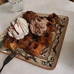 βαφλακι με σοκολατα και παγωτο βανιλια και μπουενο