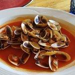 coquinas con salsa de marisco