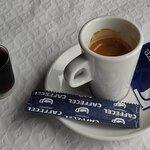 Café incluído no prato do dia! Oferta da casa o seu shot juntos faz o par perfeito ;D atrevam-se