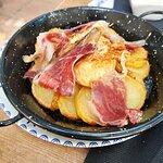 patatas con huevo campero y jamón Guijuelo
