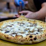 ¿Cómo están las pizzas artesanas de Primo Tavolino? ¡DE ESCÁNDALO!
