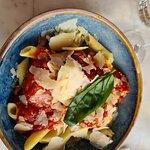 Boulettes d'agneaux aux pates, sauce tomate et fromage italien