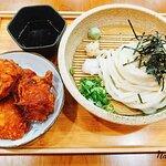 這裡的沾麵不是一般在外面吃的魚介沾麵,光川製麵的沾麵一樣是醬油汁,所以比較清淡點。特別的是他附上哇沙米、薑泥、蘿蔔泥來搭配,是我沒見過的吃法。(也許日本人這樣吃?)