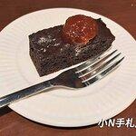 飯後甜點:升級套餐可以選擇手工奶酪、巧克力磚蛋糕、香草泡芙擇一,我選擇的是巧克力磚蛋糕。吃起來ok,上面的果乾偏甜。