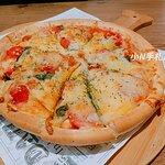 瑪格莉特披薩:披薩是屬於薄皮的,當天點的瑪格麗特很好吃,份量也不小!