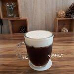 奶蓋海鹽咖啡,他們奶蓋很多!!!鹹鹹的口感,搭配茶類或咖啡很對味。點餐記得跟店員講糖度冰量 (視不同飲料而定)