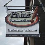 Enseigne de la boulangerie le Pains D'exclamations !