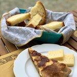 Torta rustica con porri, speck e patate e pezzi di toma locale