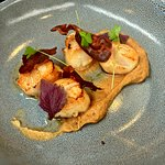seared scallops atop cauliflower puree, topped with pancetta crisps