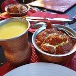 Mango lassi, vajas csirke, bárány masala, paneer