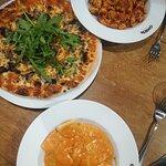 פסטה ברוטב עגבניות חריף, רביולי בטטה ברוטב רוזה, ופיצה עם פטריות- מומלץ!