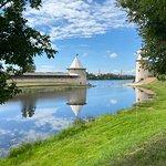 Один из адресных и самых красивых видов Пскова - место, где река Пскова спадает в реку Великая.