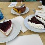 Postres. El mejor es el del fondo, tarta de queso al horno. Recomendado!