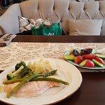Семга со спаржей и азербайджанские овощи