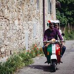 Florence Vespa Tour: Tuscan Hills and Italian Cuisine