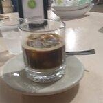 Caffè leccese (Caffè espresso, ghiaccio e sciroppo al latte di mandorla)