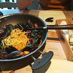 Mussles with spaghetti and tomato sauce