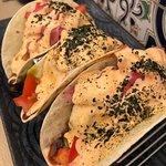Tacos de atún con guacamole
