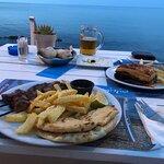 Fotografia lokality Porto Kaminia Beach Bar Restaurant