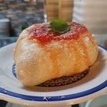 montanara (pizzetta fritta con sugo e grana )